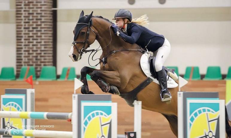 Воспитанница челябинской спортшколы «Рифей» по конному спорту Ксения Хайрулина завоевала серебрян