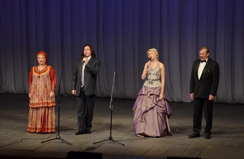 Ведущим концерта, который состоялся 15 октября в рамках программы «Экология души», выступил предс