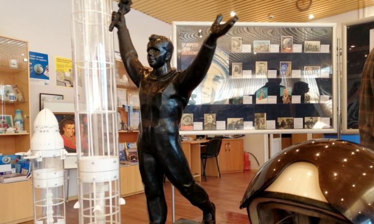 Сегодня, 12 апреля, в музее почтовой связи Челябинской области открылась «космическая» выставка.