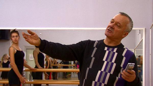 Анатолий Георгиевич Коваленко в 1966 году окончил Новосибирское хореографическое училище, и стал