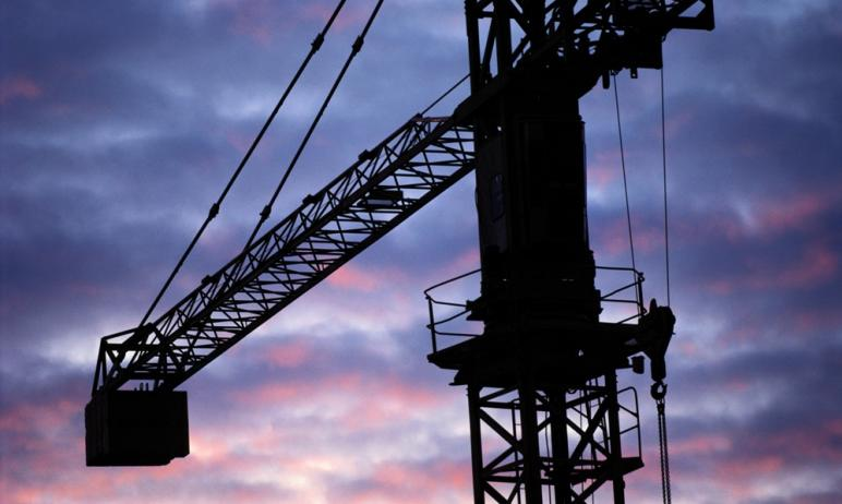 В Магнитогорске (Челябинская область) рабочего убило крюком мостового крана. В отношении машинист