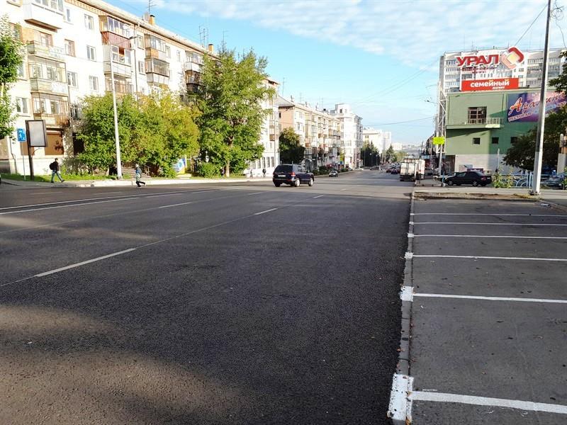 В Челябинске исчезли люки. Общественники выяснили, что дорожники, ремонтируя проезжую часть, попр
