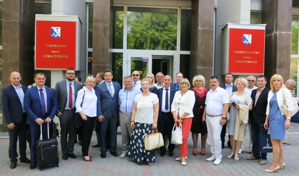 Как сообщили агентству «Урал-пресс-информ» в пресс-службе ЮУТПП, в состав делегации вошли руковод
