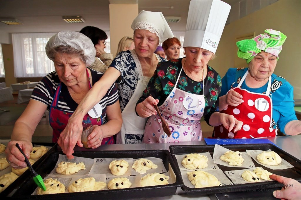 Конкурс на лучшую бабушку седьмой раз подряд проводил областной Дом Дружбы народов, в течение мес