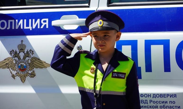 Полицейские Снежинска (Челябинская область) исполнили мечту маленького мальчика, который хотел пр