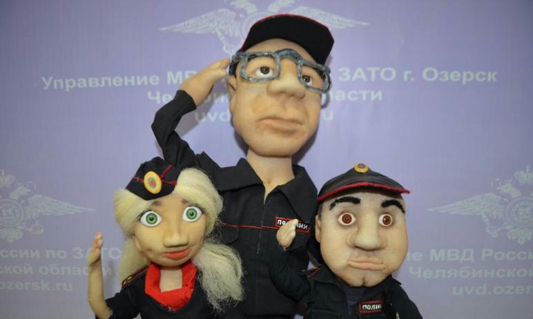 Дарить друг другу портретные куклы на дни рождения стало доброй традицией среди сотрудников полиц