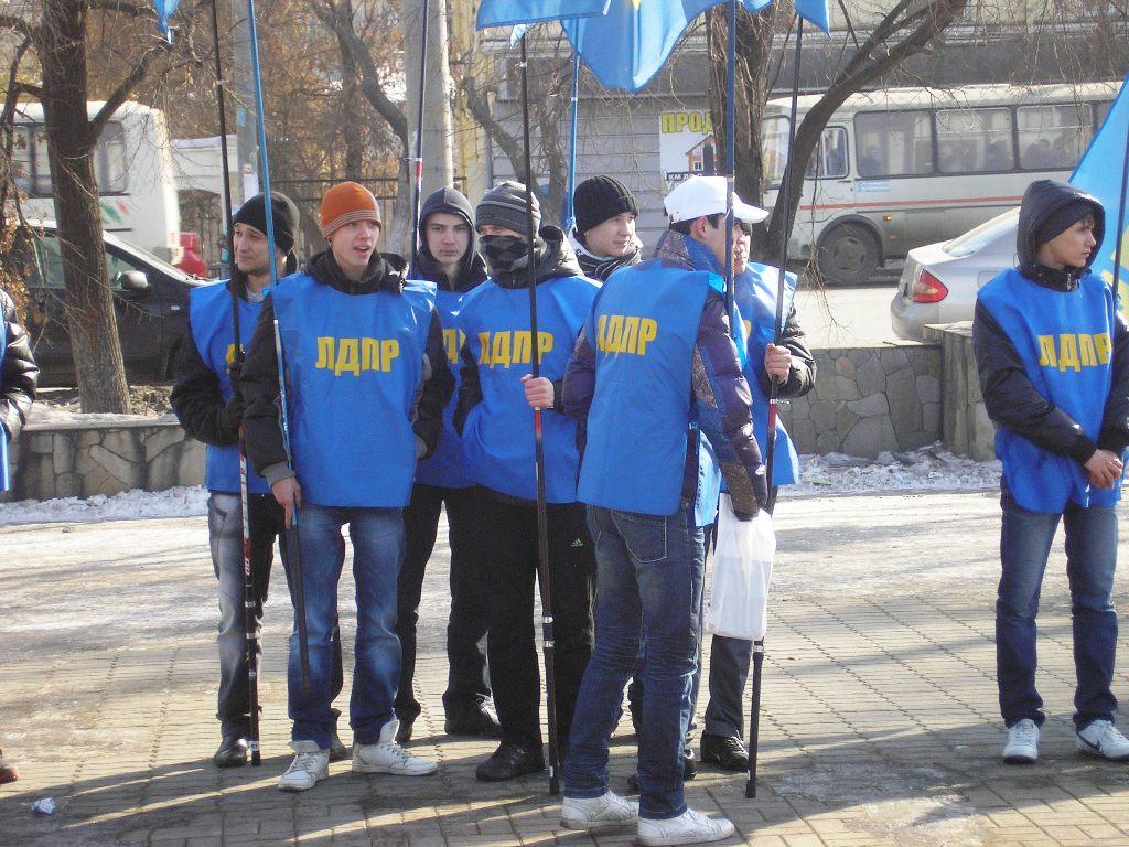 По сообщению издания, координатор кыштымского отделения ЛДПР Юрий Быков три года назад поселил в
