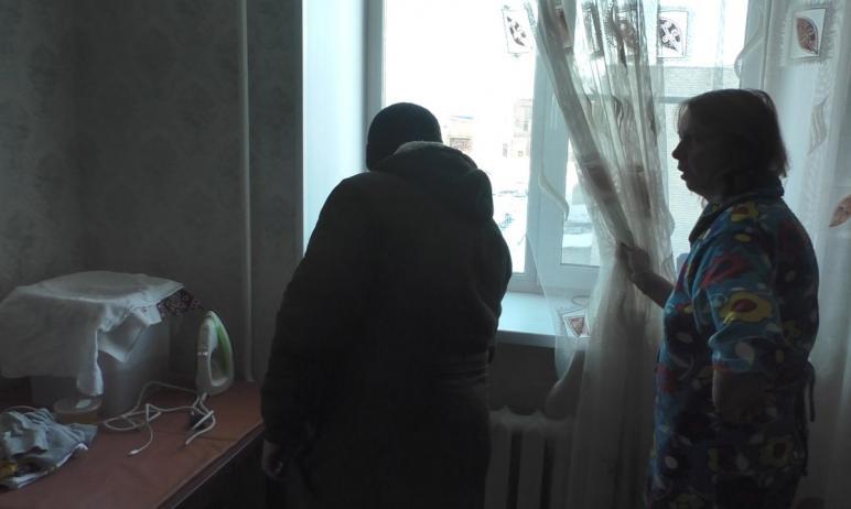 В Златоусте (Челябинская область) многие жители машзавода продолжают замерзать в своих квартирах.