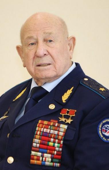 На 86 году жизни после тяжелой продолжительной болезни скончался советский космонавт, дважды Геро