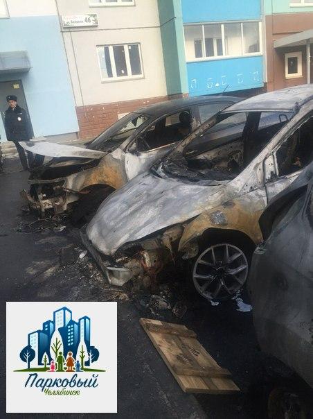 Пожар произошел во дворе дома по улице Бейвеля, 46 в районе пяти часов утра. Огнеб