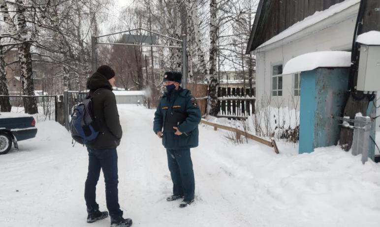 Южноуральские пожарные продолжают профилактические рейды и беседы с жителями Челябинской области.