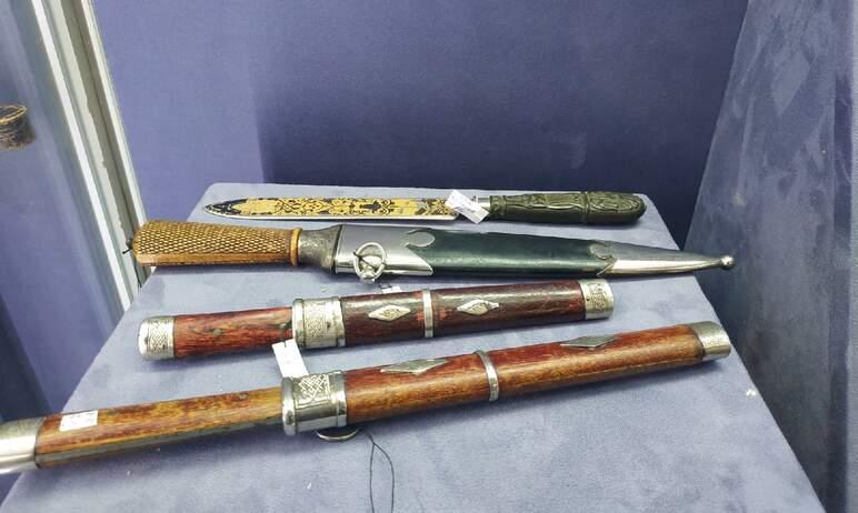 Шедевры из стали, созданные мастерами знаменитой Златоустовской оружейной фабрики, готовя