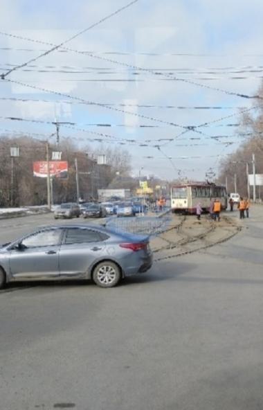 В Челябинске сегодня утром, 23-го марта, в Тракторозаводском районе трамвай пятого маршрута пошел