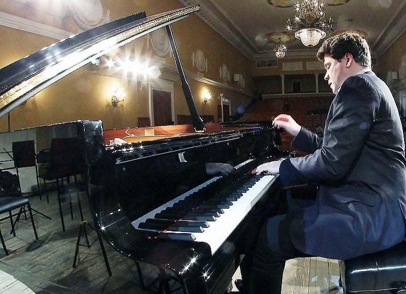 «Мы решили совместить два события – открытие фестиваля и презентацию нового рояля, который был пр