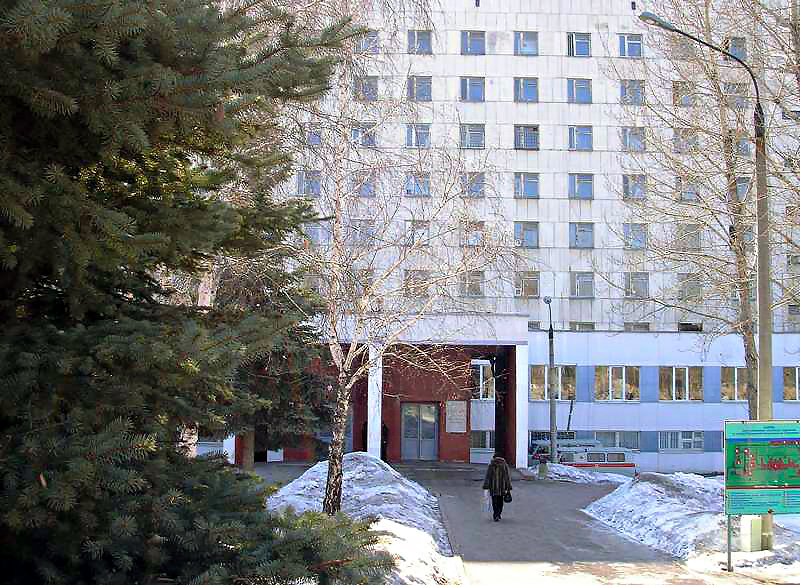 Силовики работали в основном в кабинете главного врача больницы Олега Маханькова. Об обыск