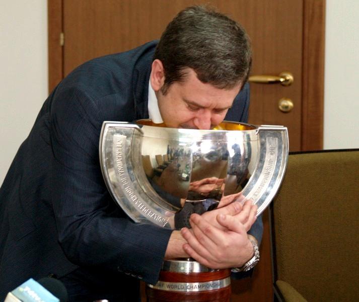 Первый вице-губернатор Челябинской области Олег Грачев призвал зрителей и болельщиков не делать п