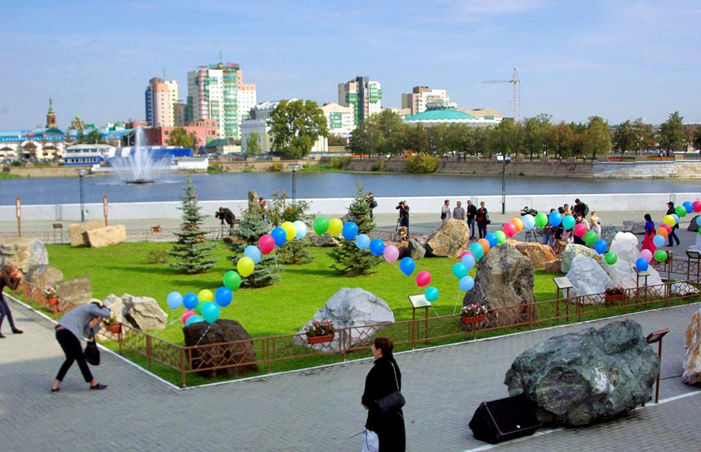 Прежний Сад камней был открыт в 1986 году на берегу Миасса между Дворц
