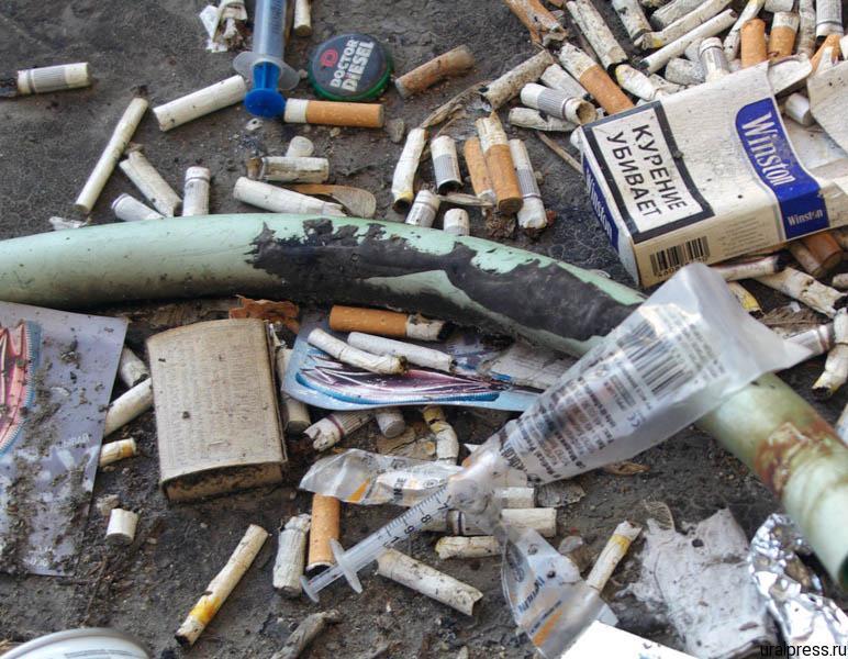 Жительница Копейска (Челябинская область) за бутылку водки пускала к себе в квартиру наркоманов.