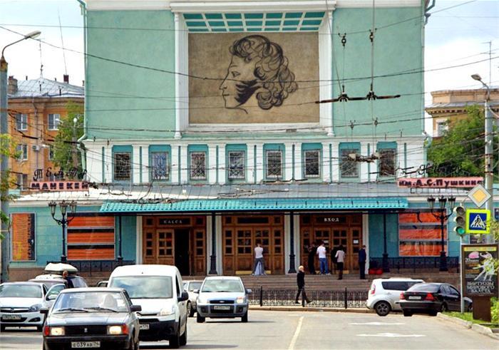 С 11утра и до 7 вечера театр представит зрителям три мероприятия, которые пройдут в Выставочном з