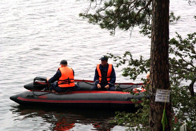 Челябинские матросы-спасатели вчера, 20-го июня, пришли на помощь уставшему пловцу и пятилетней д