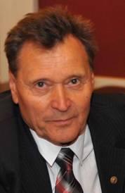 Длительное время он работал на Челябинском станкостроительном заводе им. С. Орджоникидзе, где про