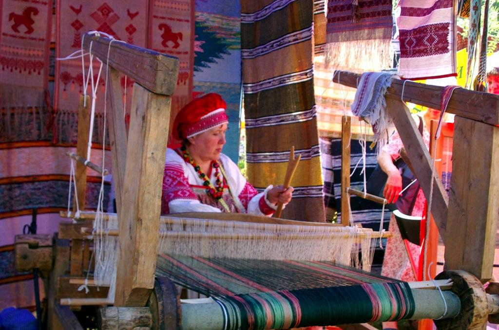 До 20 августа работает выставка «Гончарная и ткацкая мастерские» (Челя