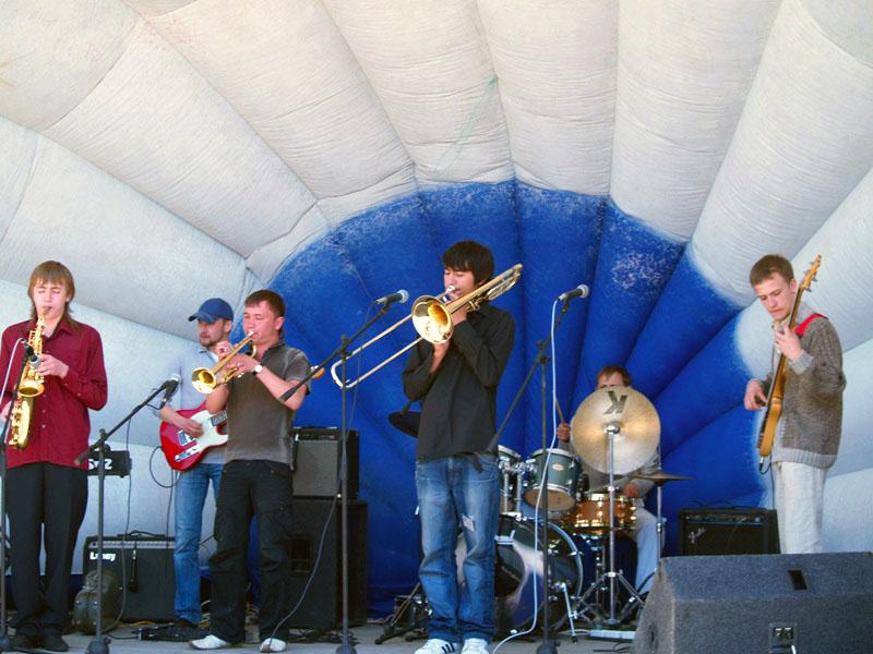 Музыку кажунов, субэтнической группы франко-канадцев штата Луизиана ис