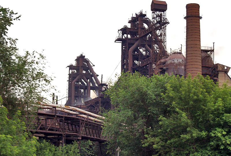 Челябинский металлургический комбинат (ПАО «ЧМК», входит в Группу «Мечел») остановилодну из трехд