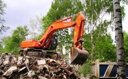 По заявлению прокурора Курчатовского района суд признал кафе самовольной постройкой. Кроме того,