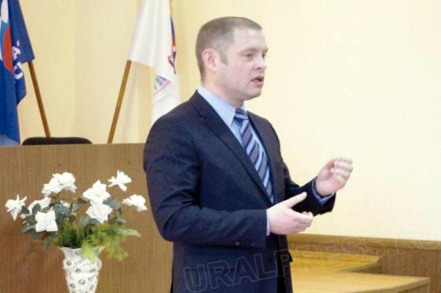 С юбилеем детдом поздравил председатель комитета по информационной по