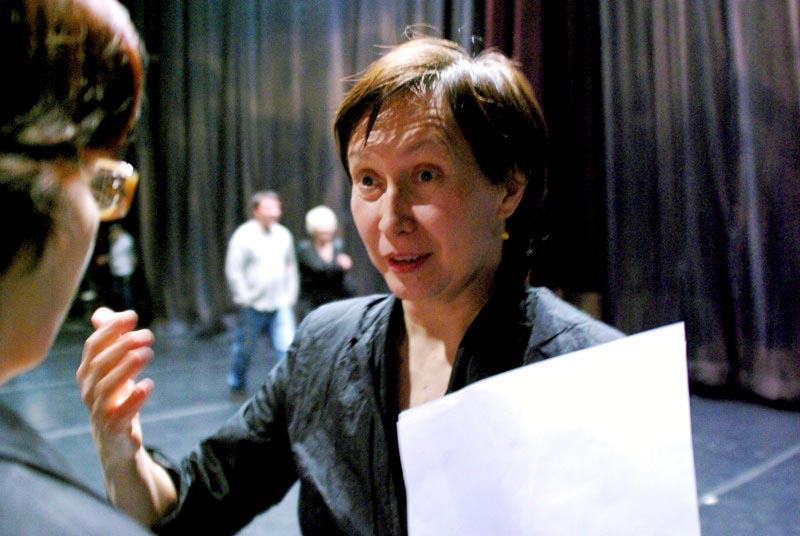 В число 12 оперных спектаклей, номинированных на эту престижную наград
