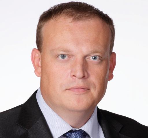 Он опережает кандидата единороссов, директора местной школы №11, Татьяну Яковлеву примерно на 85