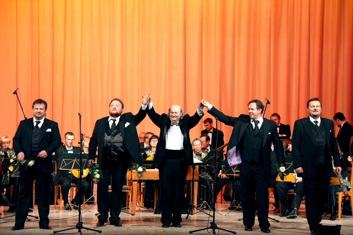Среди участников концерта такие знакомые поклонникам оркестра имена, как Максим Пастер, Александр