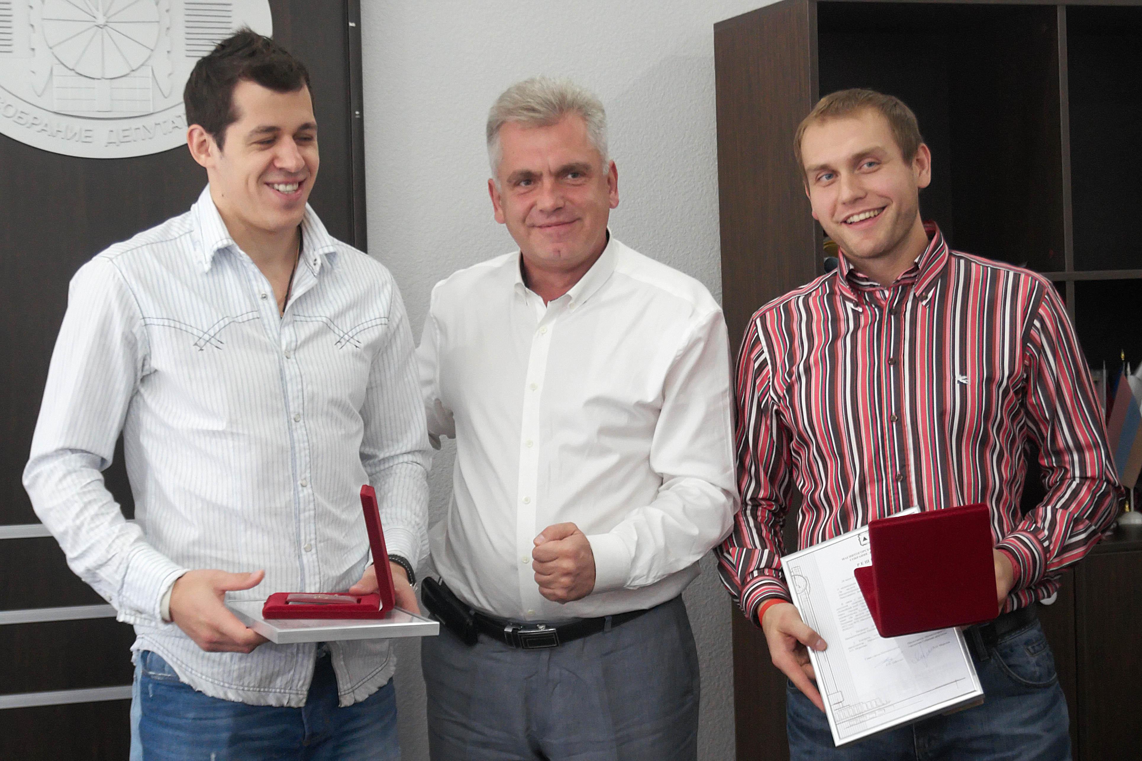 Награда учреждена городским Собранием депутатов Магнитогорска в апреле