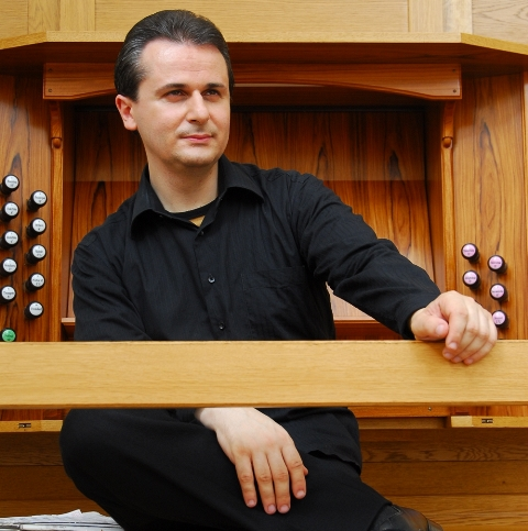 Итальянец Марко Ло Мушо – в прошлом пианист, а ныне великолепный органист, о котором прекрасно от