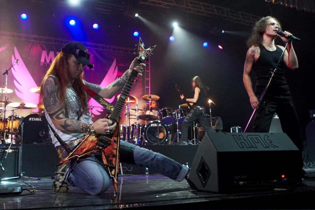 Группа поклонников рок-банды «Маврин» в социальной сети пестрит подробностями инцидента, произоше