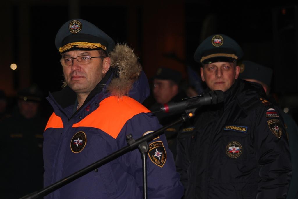 Первым со словами благодарности к ним обратился руководитель Уральского регионального центра МЧС