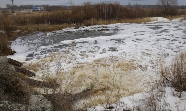 В Сосновском районе Челябинской области «разбушевалась» Зюзелга – река вышла из берегов и затопил
