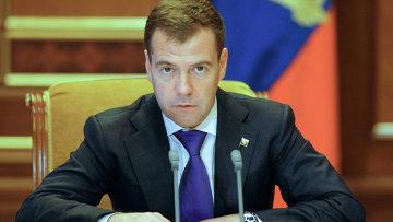Президент России Дмитрий Медведев поручил правительству до 15 февраля 2011 года проработ