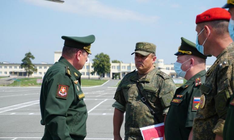 Командующий войсками Центрального военного округа генерал-полковник Александр Лапин представил во