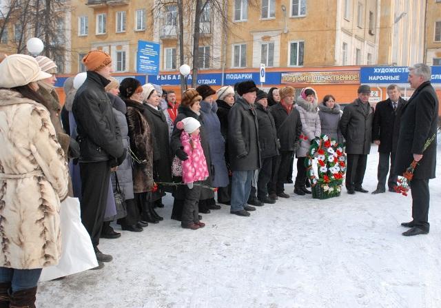 С наступающим праздником - Днем защитника Отечества - собравшихся поздравил депутат Законодательн