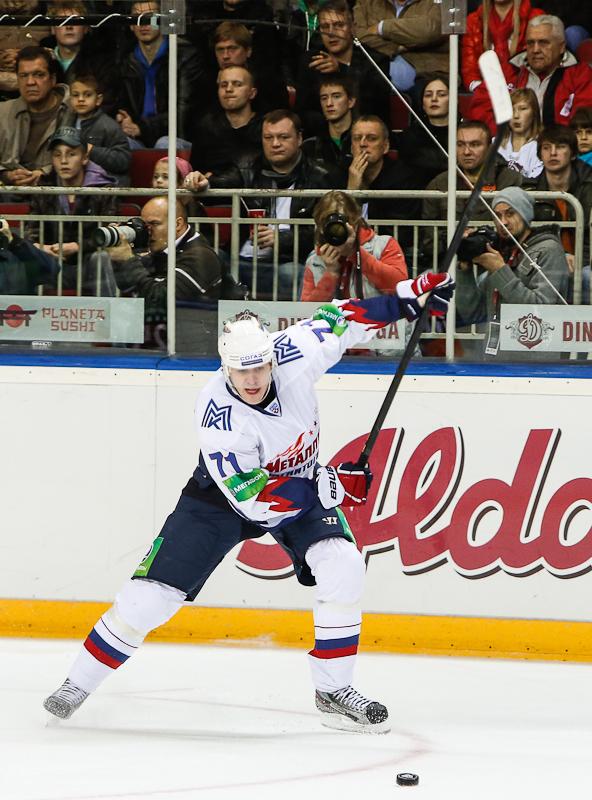 Как сообщает пресс-служба «Металлурга», посмотреть на игру Евгения Малкина пришли около пяти тыся