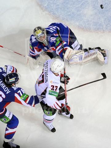 Сегодня на льду Омска уральцы до последнего бились с «Авангардом» в пятом матче серии 1/4 финала