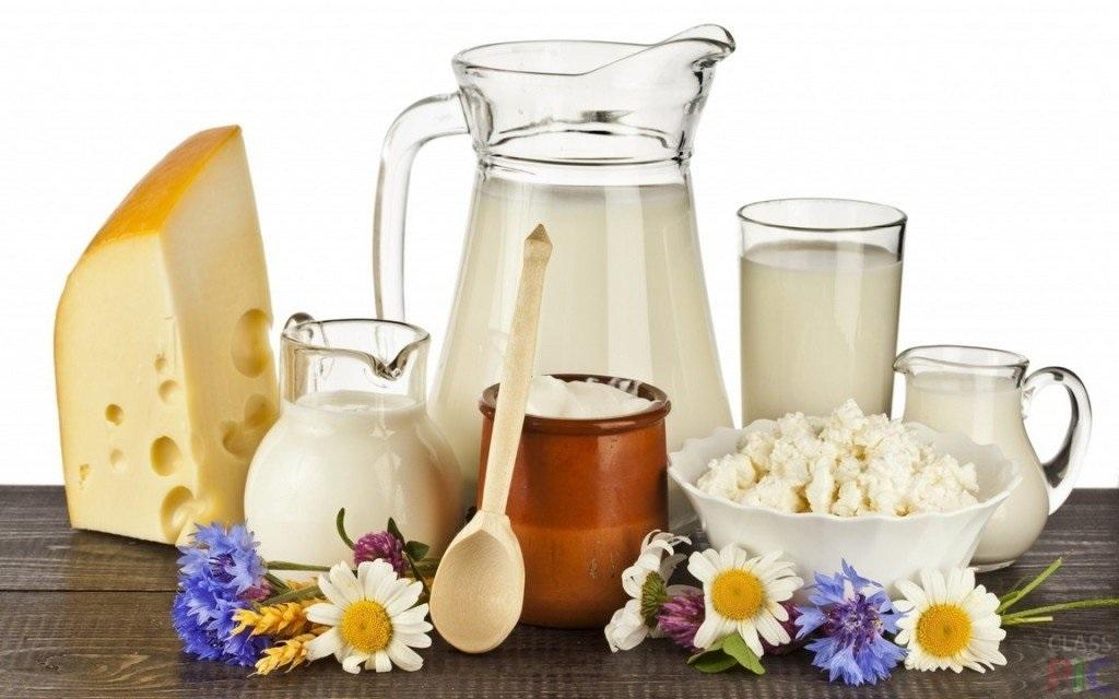 Продажи молочных продуктов в России за последние 12 месяцев заметно упали, пишут сегодня