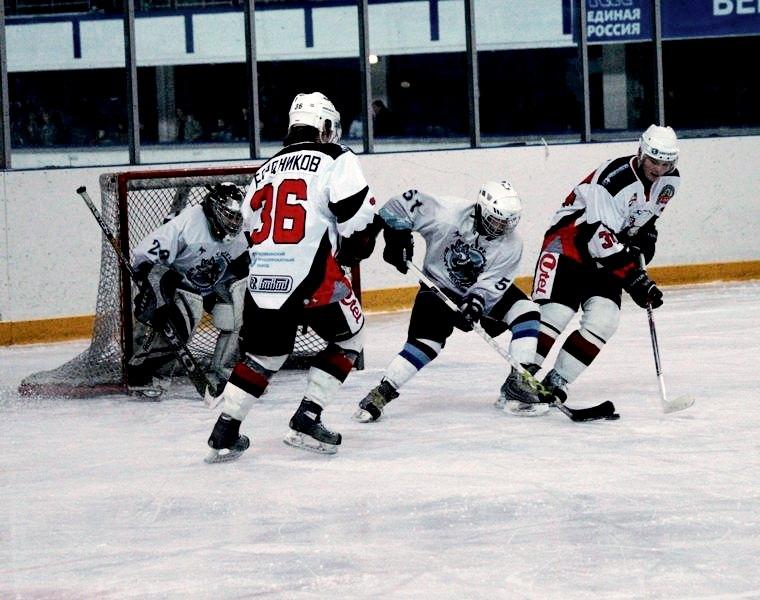 Соперник нашей юниорской хоккейной команды - «Мамонты Югры» - дебютант МХЛ этого сезона, но, тем