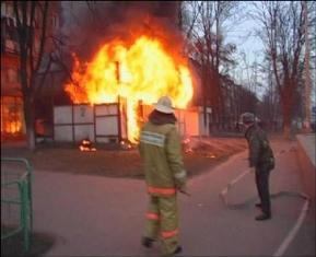 В результате пожара пострадала продавец - женщина 1967-го года рождения. Она получила ож