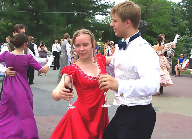 Семь лучших танцевальных команд Челябинской области завтра, 27-го апреля, сразятся за звание перв