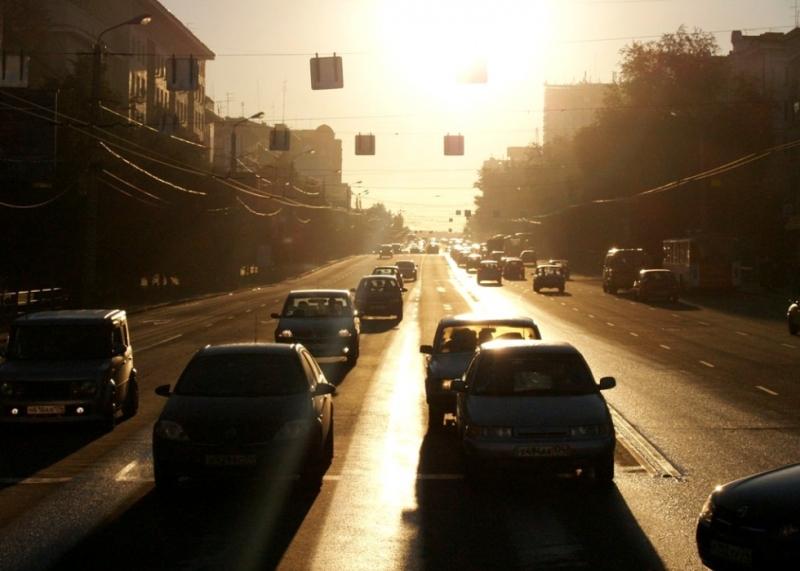 Этот участок дороги – важная транспортная артерия города, соединяющая