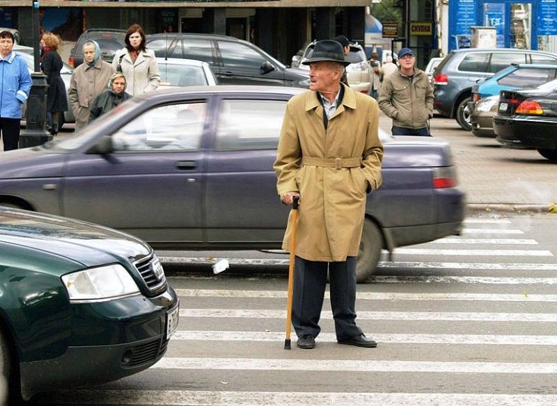 Более тысячи дополнительных дорожных знаков, обозначающих пешеходных переход, установят в Челябин