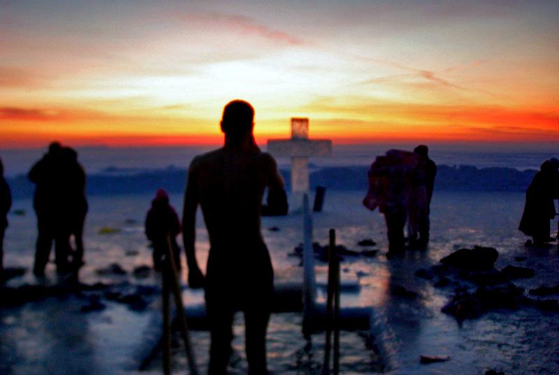Несмотря на мороз тысячи человек побывали на водоемах, чтобы окунутьс